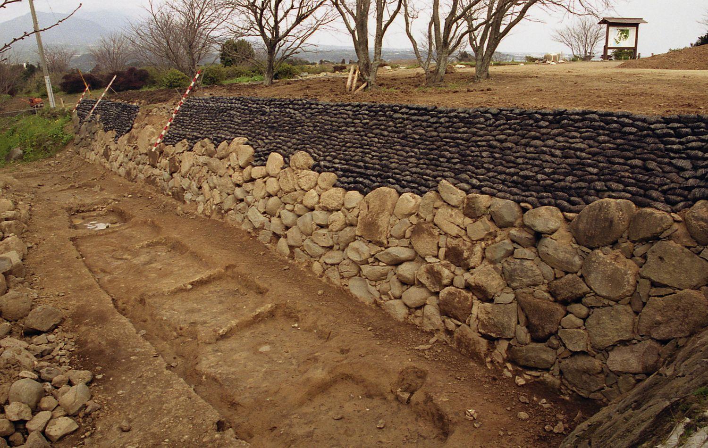 07_半地下式の小屋跡(発掘調査時の写真)