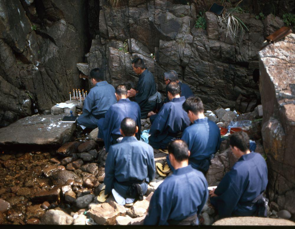 10_中江ノ島での「お水取り」(島の館蔵)
