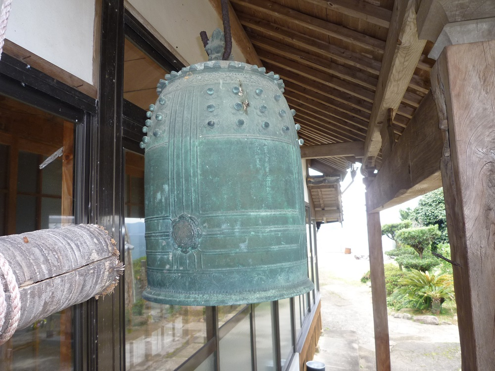 07_興禅寺の梵鐘 (潜伏キリシタンの名前が刻まれている)