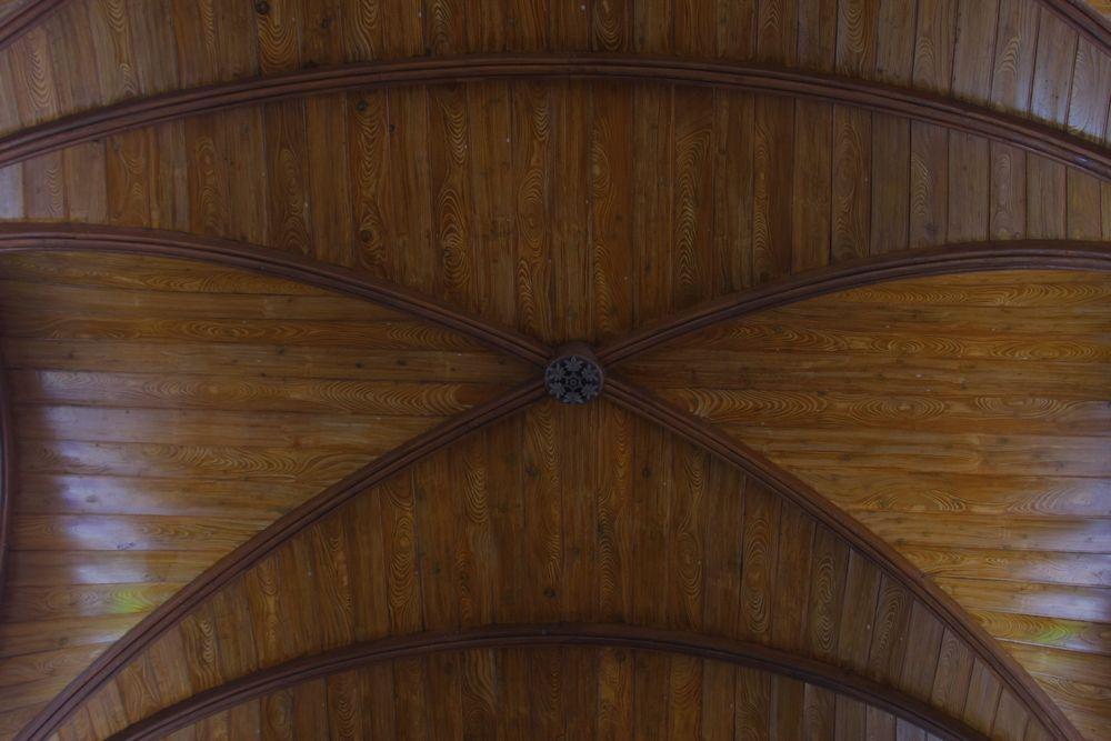 04_想いがしみこんだ手描きの天井